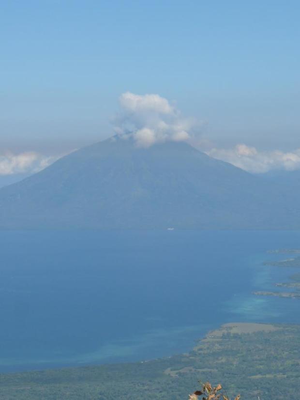 The view of Ili Boleng from Ili Api