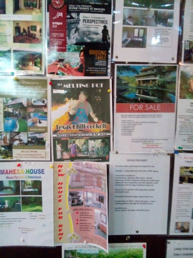 On the other side of the notice board is what it's all about - houses with swimming pools are way too popular here and many are for sale or rent of course. And a Texas Chilli Cookoff never hurt anyone!
