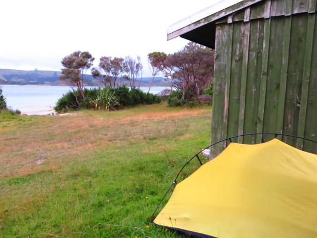 At Kai Iwi lakes there was a campsite but pretty exposed and I preferred to camp next to a wall  that windy night. I stopped here to pick up a geocache and the cahe owner had written that he would freedom camp at this spot - perfect location next to the lake and some walks around.
