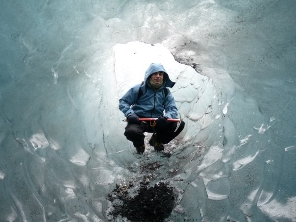 How to travel in iceland on a budget life the universe and everything in iceland you can walk on glaciers but dont do it by yourself unless solutioingenieria Images